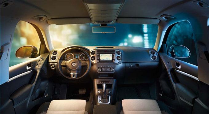 VW Tiguan R-Line интерьер.
