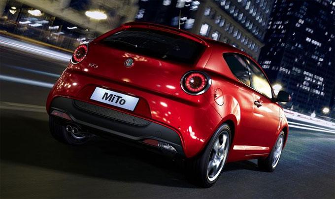Alfa Romeo MiTo 2014 красный сзади