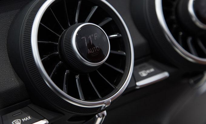 Audi TT 2015 интерьер (салон) - климат-контроль