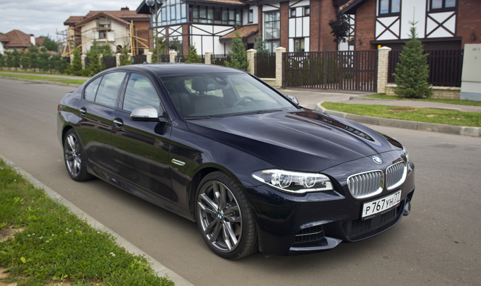 Спецпредложение на BMW 5 серии - индивидуальные комплектации и пакеты дополнительного оборудования в подарок. Цены.