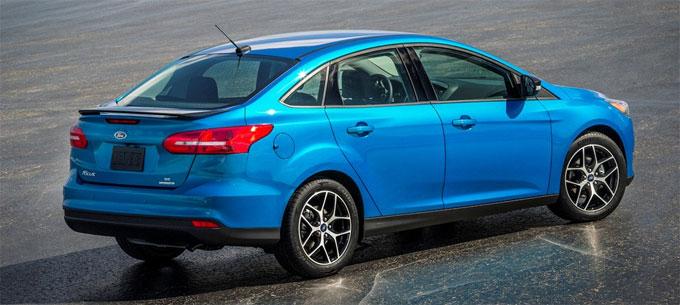 Форд Фокус 2015 седан сзади