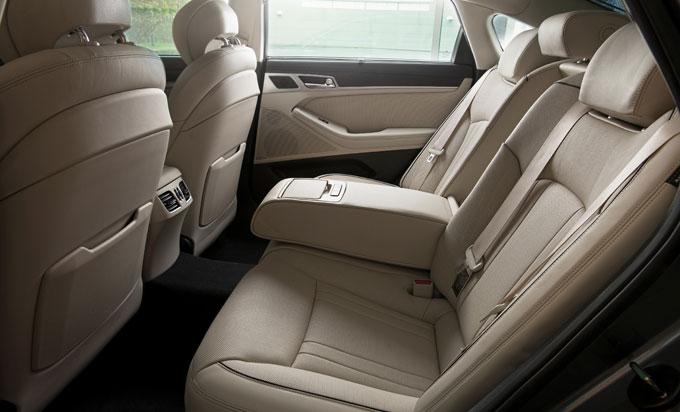 Hyundai Genesis задние сиденья