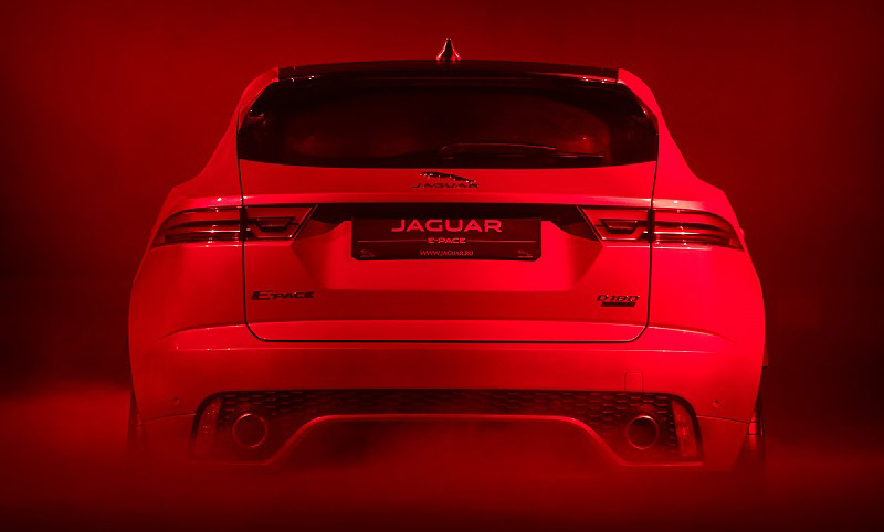 Jaguar E-Pace вид сзади