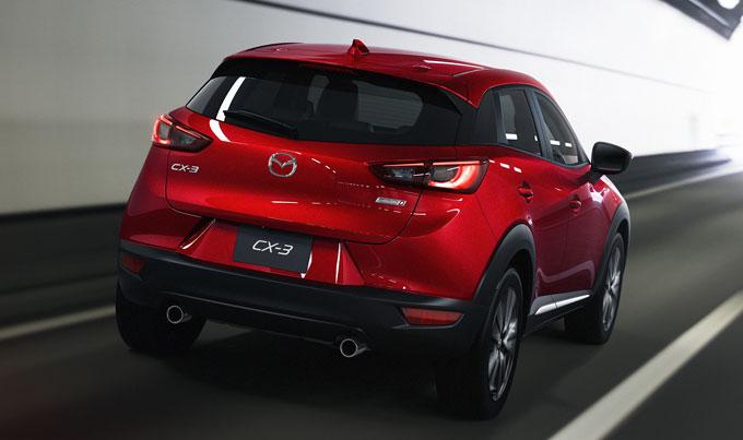 Mazda CX-3 2015 сзади