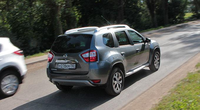 Nissan Terrano 2014 сзади