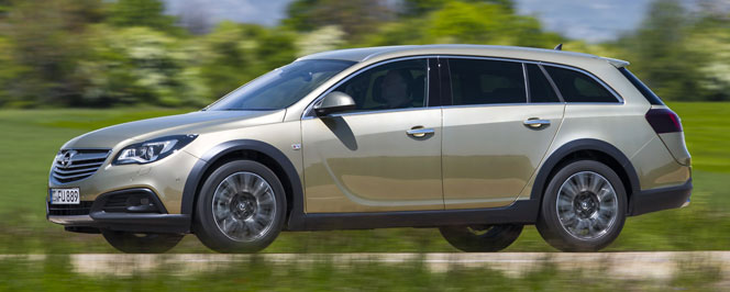 Opel Insignia Country Tourer 2014 в профиль