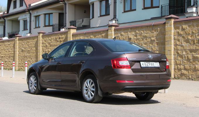 Skoda Octavia 2013 коричневая сзади