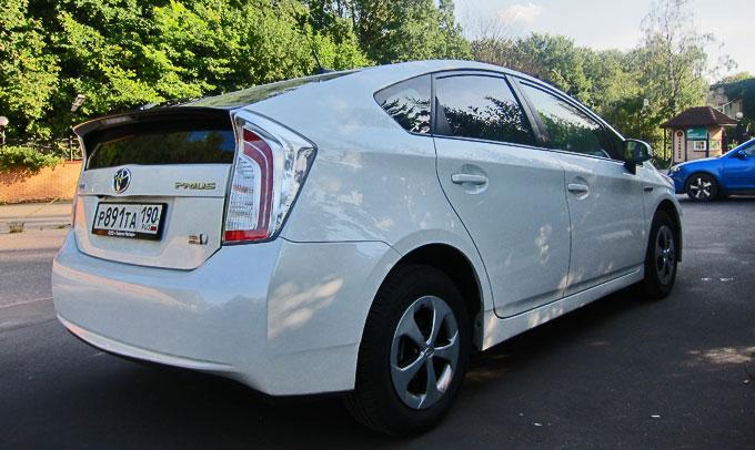 Тест-драйв Toyota Prius 2014