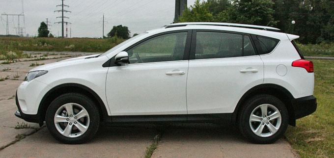 Toyota RAV4 2014 в профиль