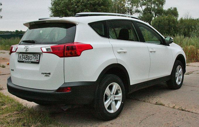 Toyota RAV4 2014 сзади