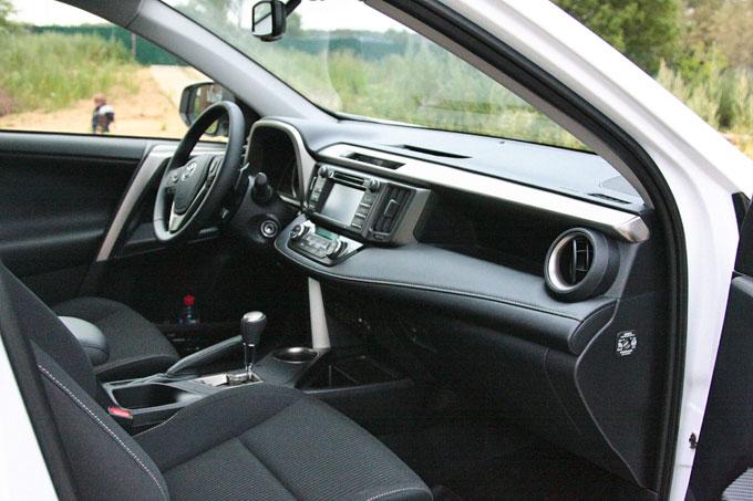 Передняя панель Тойота RAV4 2014