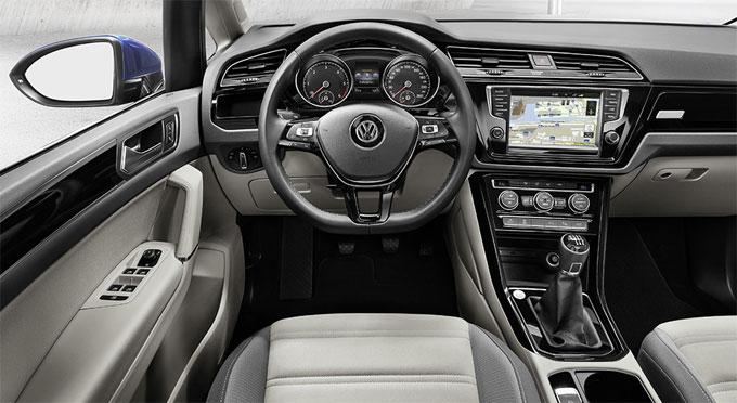 Панель приборов VW Touran 2016